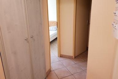 Vu de l'entrée , accès chambre SDB WC, Location La