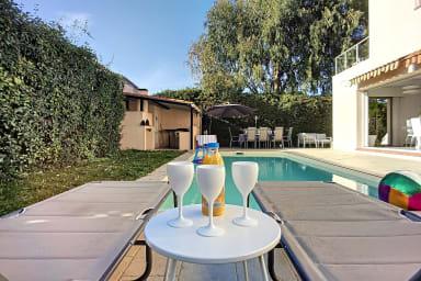 (021) Spacieuse et Lumineuse Maison piscine jacuzzi parking