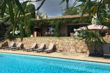 Villa les Rossignols / Splendide villa avec vue mer et piscine