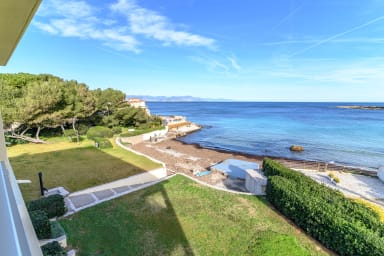 Exceptional location with stunning sea views in Juan les Pins
