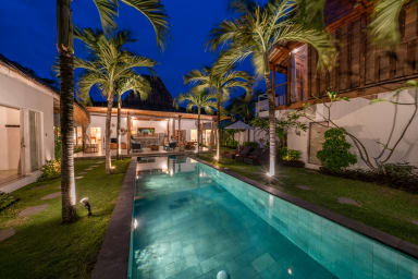 Grande Villa 4 CHB avec jacuzzi - SEMINYAK CENTER