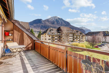 Sunny duplex w/ balcony and parking 5 min from the lake in Annecy - Welkeys