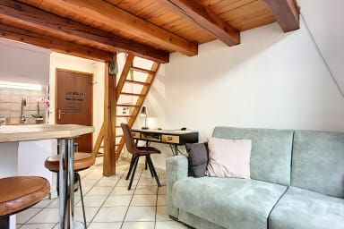 (012) Antibes Charming studio typical of the old town with AC