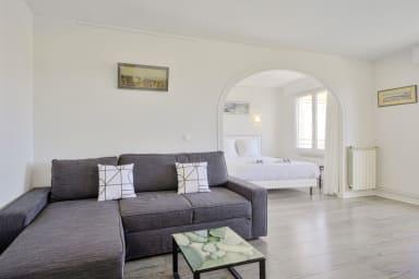 Grand studio design avec balcon au coeur de Biarritz - Welkeys