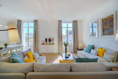 IMMOGROOM- Magnificent top of duplex villa- 180m² - A/C - PARKING/CONGRESS