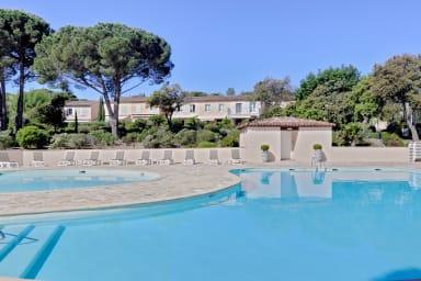 Maison Laura / Maison avec piscine et Jardin entre Pampelonne et St Tropez