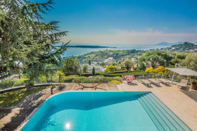 Villa Delia / Magnifique villa contemporaine avec une vue mer panoramique