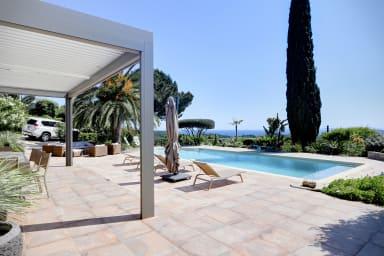 Villa Loreleï / Splendide villa moderne avec vue mer à la Croix Valmer