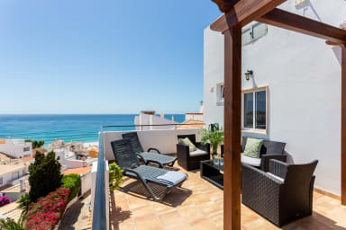 Bela Vista 2 - Studio Apartment with Shared Kitchenette & rooftop terrace