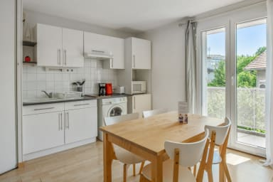 Sunny and beautiful one-bedroom with pool-view terrace in Avignon – Welkeys