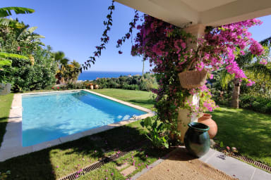 Wonderful and quiet villa with large garden and pool in Nice - Welkeys