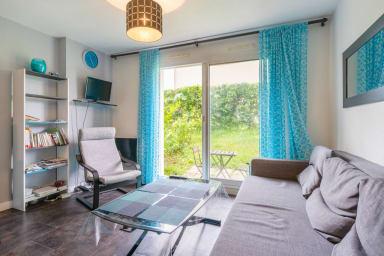 Cozy 1-bedroom w/ garden, 15 min from downtown Vannes – Welkeys