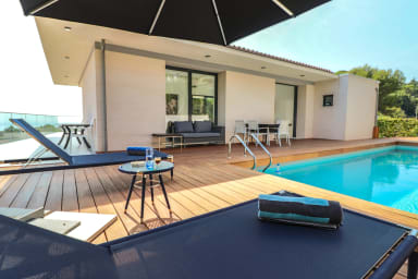 Large contemporary villa with luxurious design / Pool / See view
