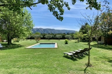 House with swimming pool and breathtaking views of the Luberon