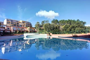 (306) Superbe 2P piscine terrasse vue mer et collines de l'Estérel Parking