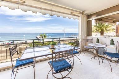 Appartement équipé de 70 m2 face à la mer dans le quartier du Palm beach