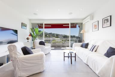 Bright AC living room, TV, WIFI, dining area, sofa open on the terrace