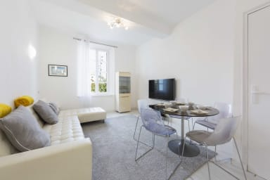 Renovated 100m² Townhouse , in the heart of the old town of Antibes