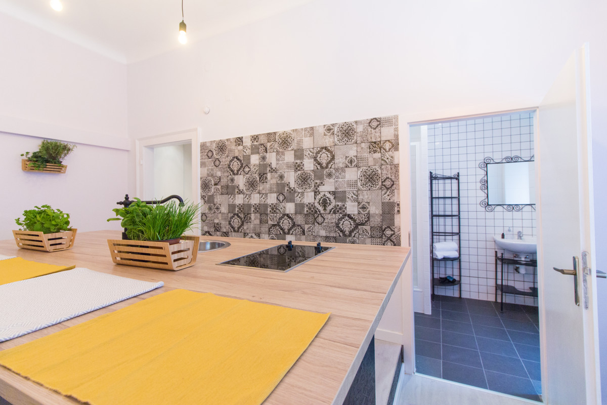 Apartment for 6 next to the Main Train Station by easyBNB photo 5722436