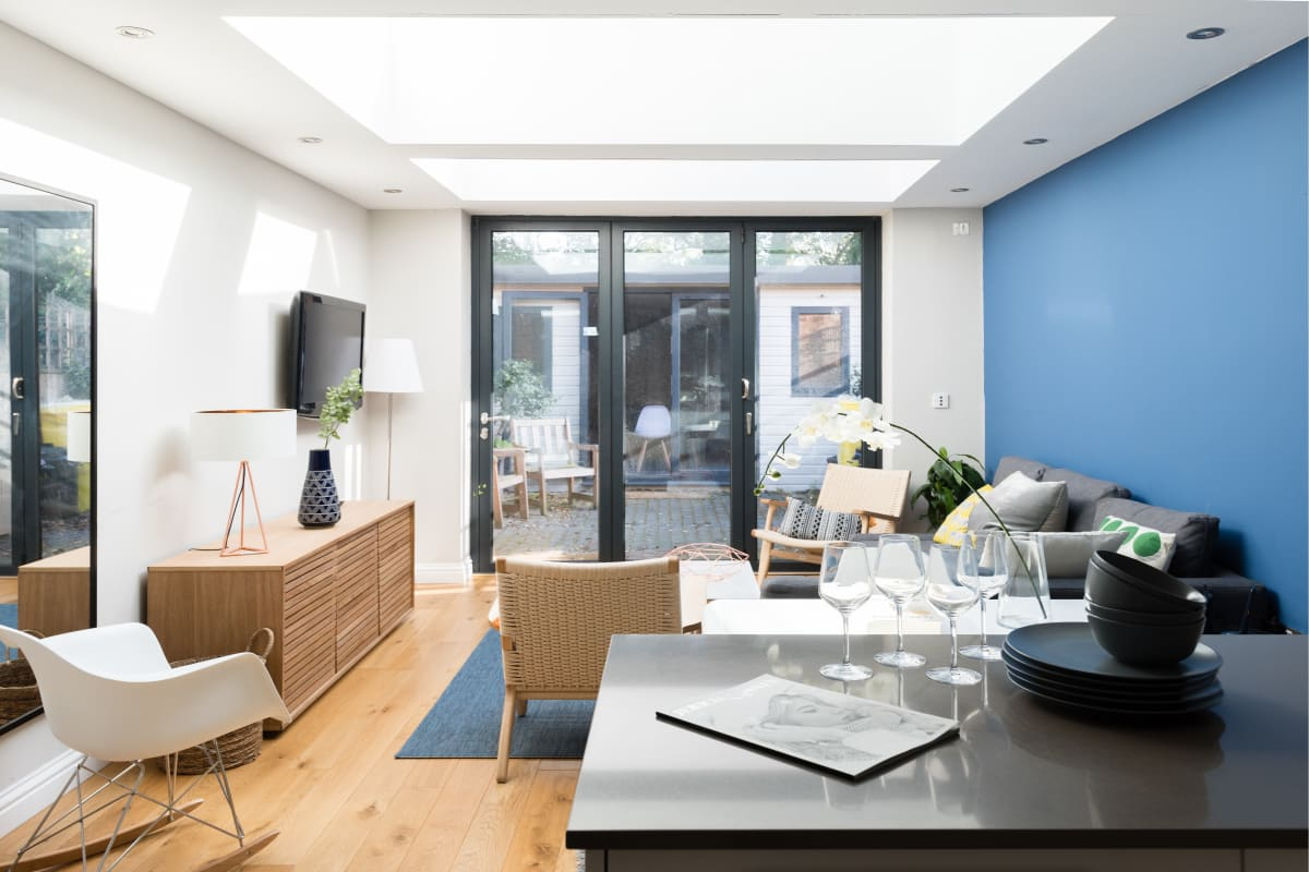 The Navy Court - Scandinavian Inspired 4BDR Central Home