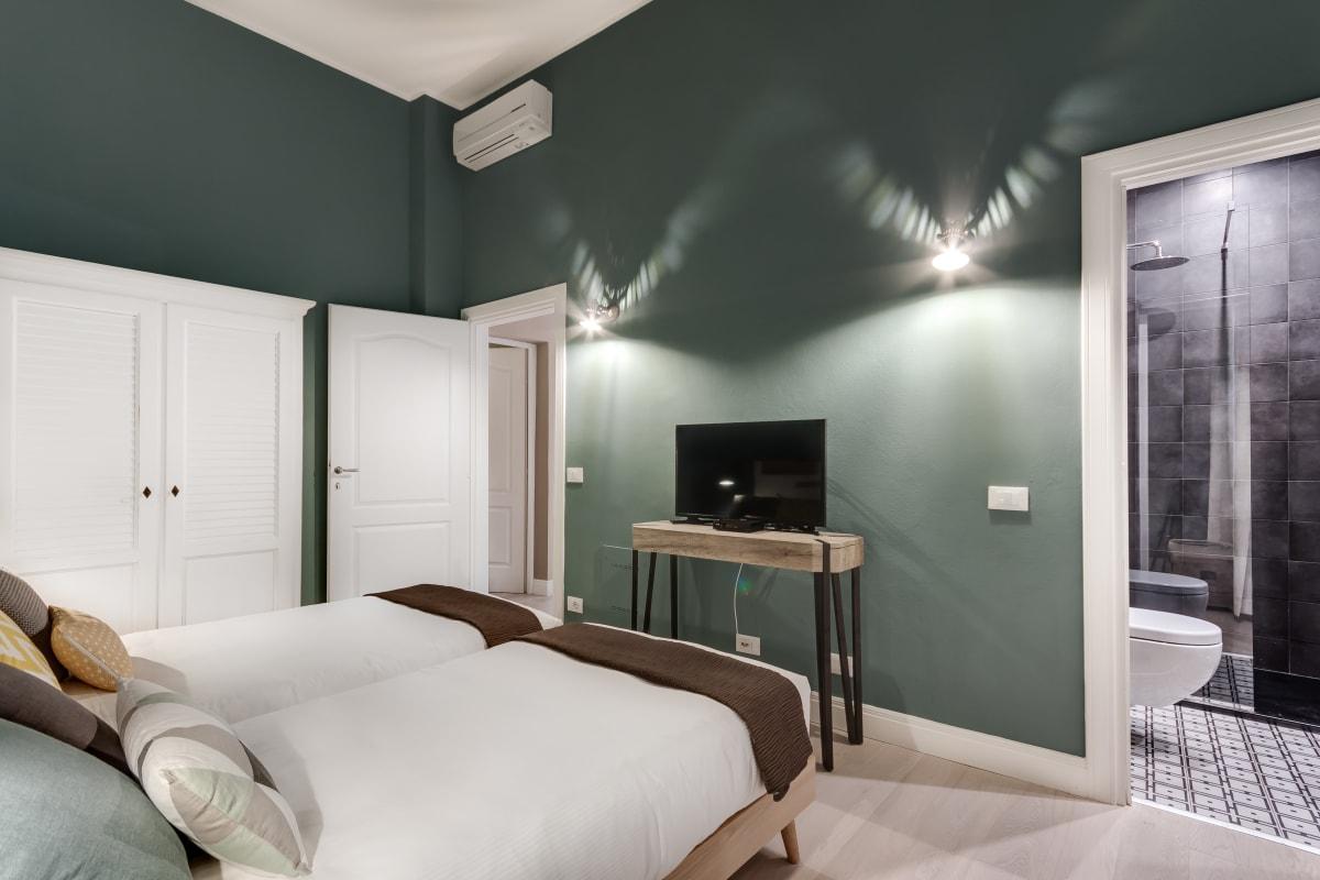 Apartment GIGLIO COURTYARD - Duomo Stylish Apartment  photo 20439312