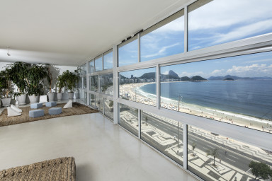 Amazing view over Copacabana beach in a luxury apartment rental