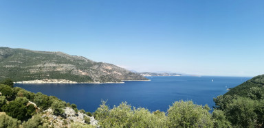 4 lands in Poros Bay with Sea Access