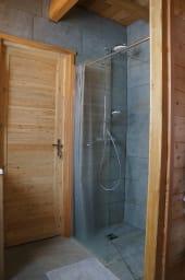 salle de bains avec WC (RDC)