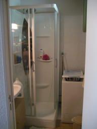 Cabine douche et lave-linge