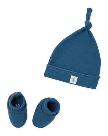 Newborn baby's beanie cap and booties set