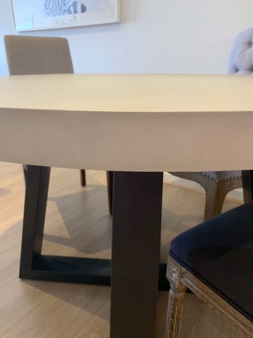 Marin round dining table 04