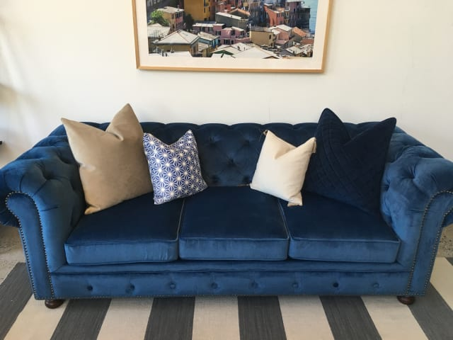 Notting hill velvet chesterfield 3.5 seater sofa bed ocean blue 03