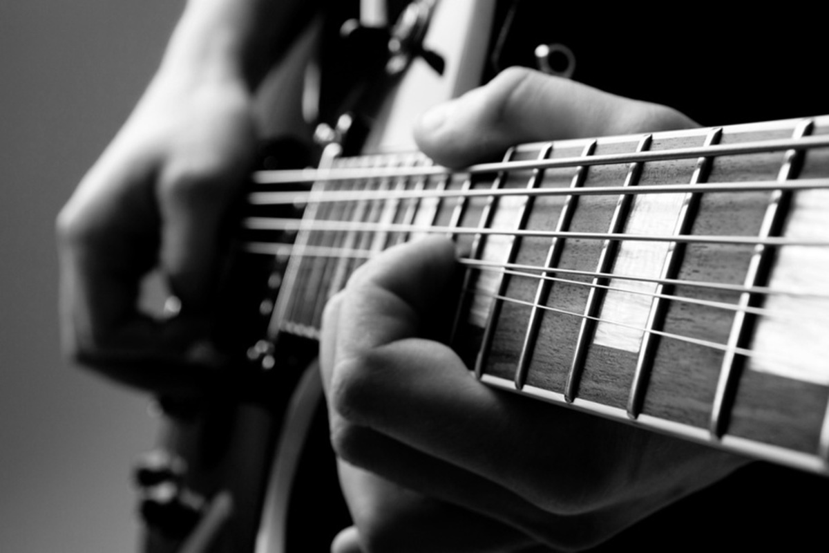 Guitar_bw_sml_as8tqb
