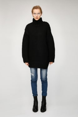 OVER SIZED HI NECK KNIT