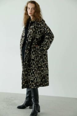 BACK TUCK A LINE coat