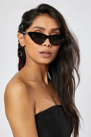 BLACK AND TORTOISESHELL FRAME CAT EYE SUNGLASSES