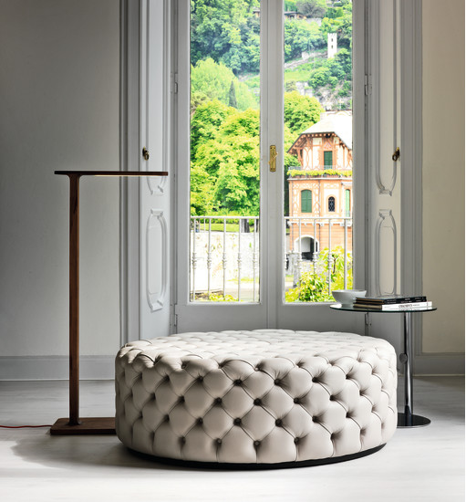 Alcide: Round pouf with capitonné finish