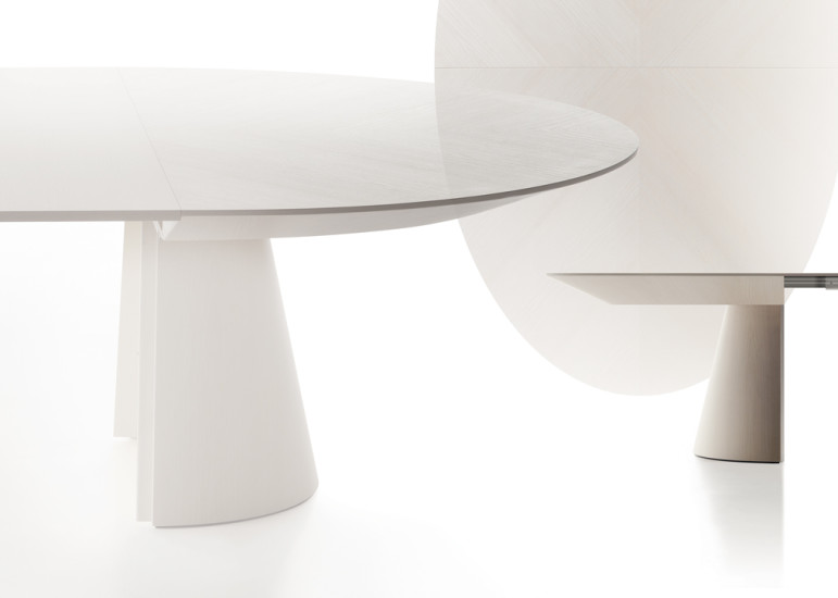 Adagio: Extending table in different finishings