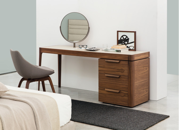 Afrodite: Writing desk available in different finishings