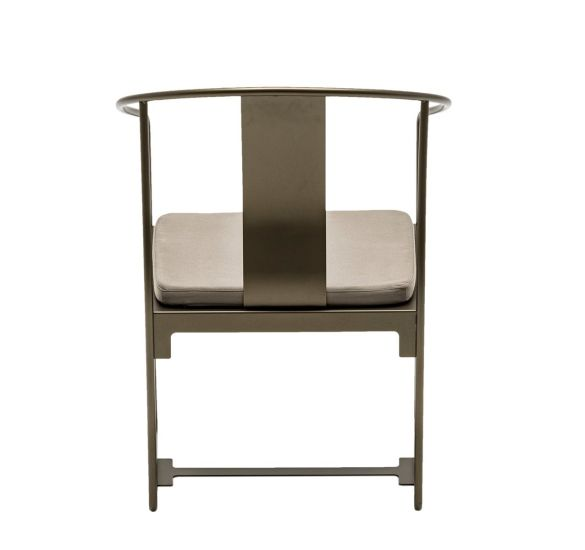 Mingx: Armchair available in different finishings