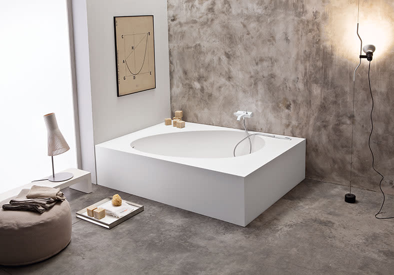Aki: Corner bath in different sizes