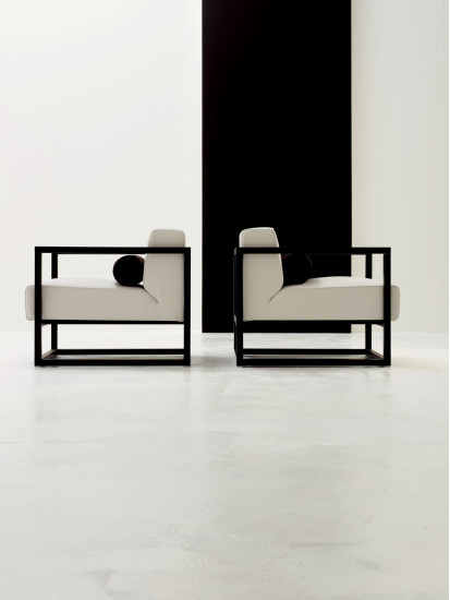 Ariosto: Armchair upholstered in leather