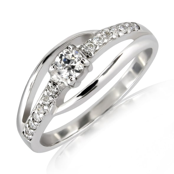 แหวนทอง 18K ประดับเพชร น้ำหนักรวม 0.60 กะรัต ค่าสี E ค่าความสะอาด VVS2 EX/EX/EX เพชรมาพร้อมใบรับรองจาก IGL