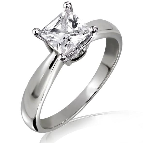 แหวนทอง 18K ประดับเพชร น้ำหนักรวม 0.50 กะรัต ค่าสี E ค่าความสะอาด VS2 EX/EX เพชรมาพร้อมใบรับรองจากสถาบัน IGL