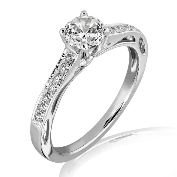 แหวนทอง 18K ประดับเพชร น้ำหนักรวม 0.65 กะรัต ค่าสี D ค่าความสะอาด VVS2 EX/EX/EX เพชรมาพร้อมใบรับรองจากสถาบัน GIA
