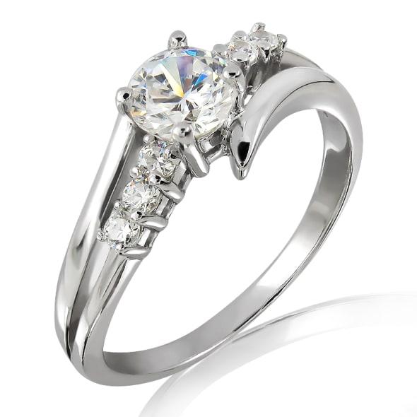 แหวนทอง 18K ประดับเพชร น้ำหนักรวม 0.60 กะรัต ค่าสี D (น้ำ 100) ค่าความสะอาด VVS2 EX/EX/EX เพชรมาพร้อมใบรับรองจากสถาบัน GIA