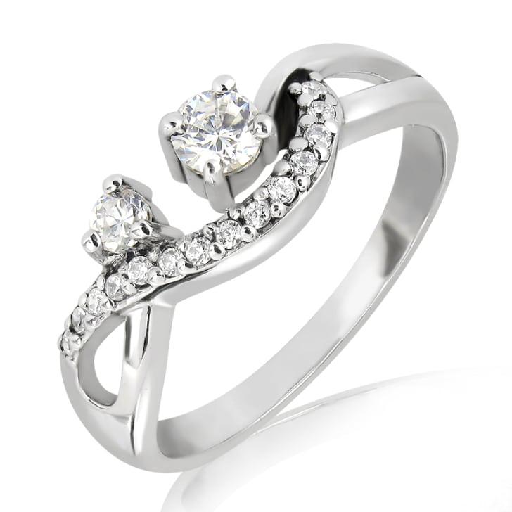แหวนทอง 18K ประดับเพชร น้ำหนักรวม 0.33 กะรัต ค่าสี F ค่าความสะอาด VS