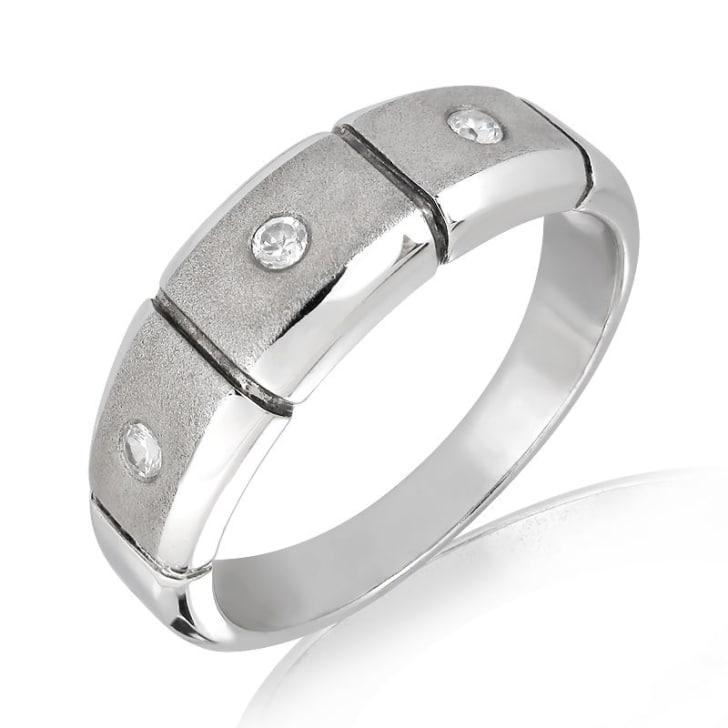 แหวนเพชรหมั้นหญิง ทอง 18K ประดับเพชร น้ำหนักรวม 0.06 กะรัต ค่าสี F ค่าความสะอาด VS