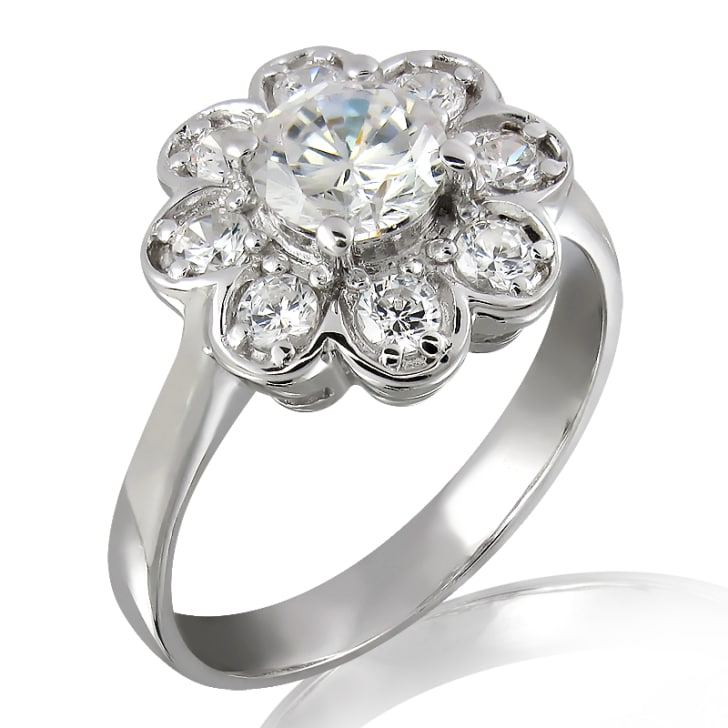 แหวนทอง 18K ประดับเพชร น้ำหนักรวม 0.55 กะรัต ค่าสี E ค่าความสะอาด VVS2