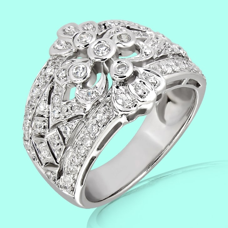 18K Gold and 0.50 Carat E Color VS Clarity  Diamond Ring